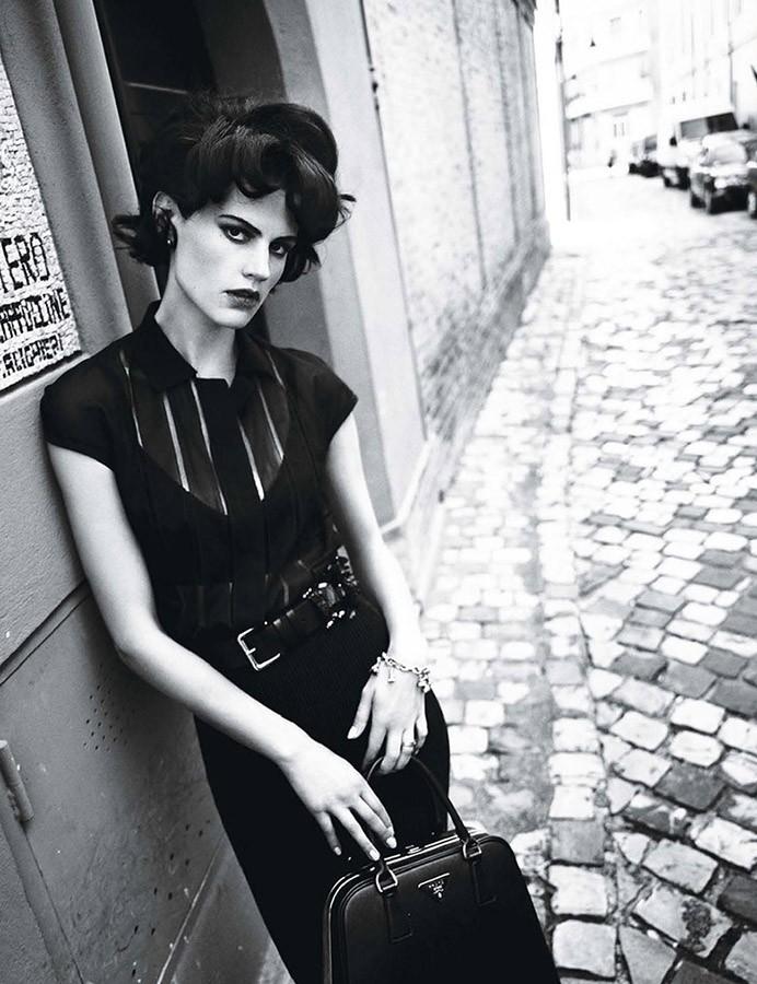 Saskia-de-Brauw-photographed-by-Paolo-Roversi-for-W-Magazine-Makeup-Fulvia-Farolfi-styling-Edward-Enninful