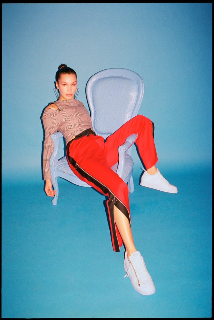 ew_FootwearNews_BellaHadid_Nov17_01