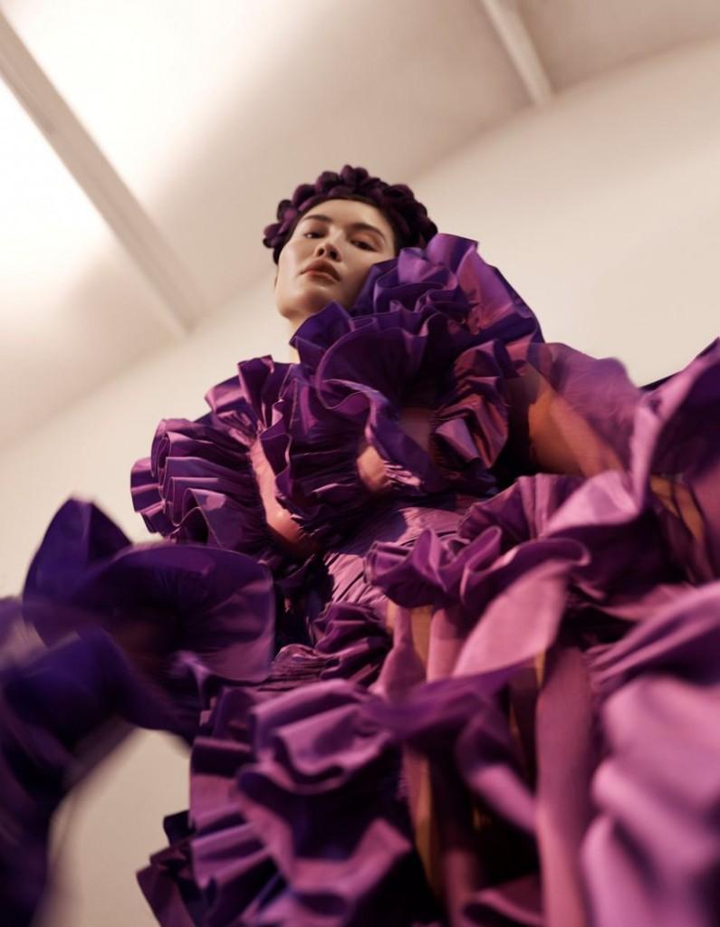 Emma-Tempest-Sui-He-Vogue-China-September-2019-6