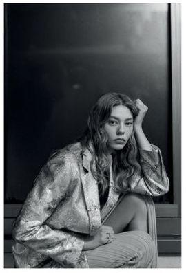 Roberta-Krasnig-Ondria-Hardin-Mia-Le-Journal-April-2020-4