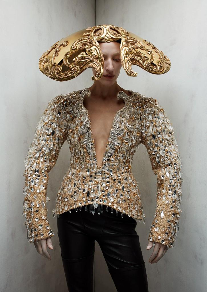Schiaparelli Haute Coutureby photographer Léa Nielsen for Dansk Magazine FW21-1