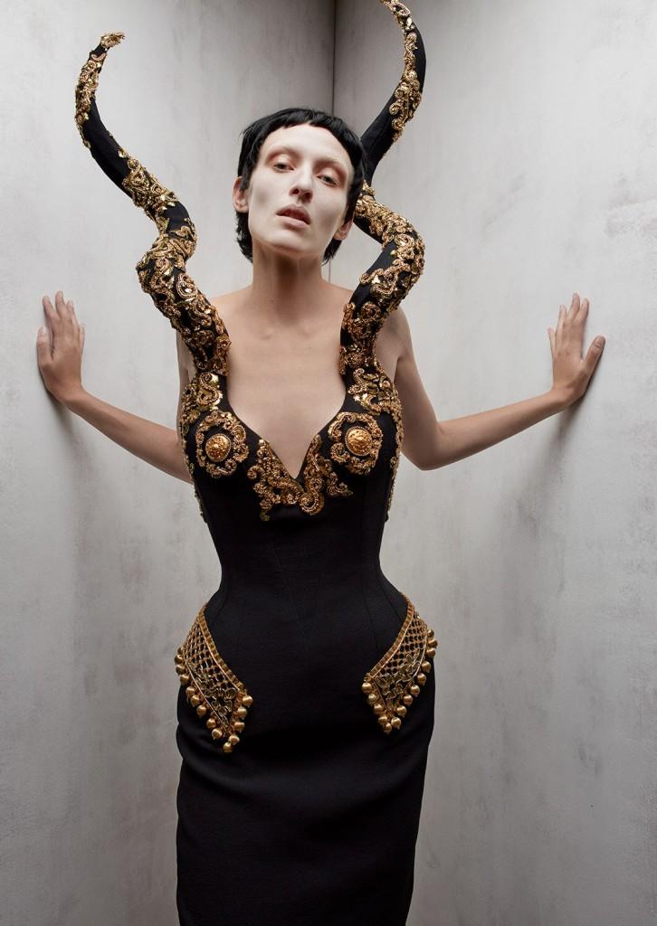 Schiaparelli Haute Coutureby photographer Léa Nielsen for Dansk Magazine FW21-2
