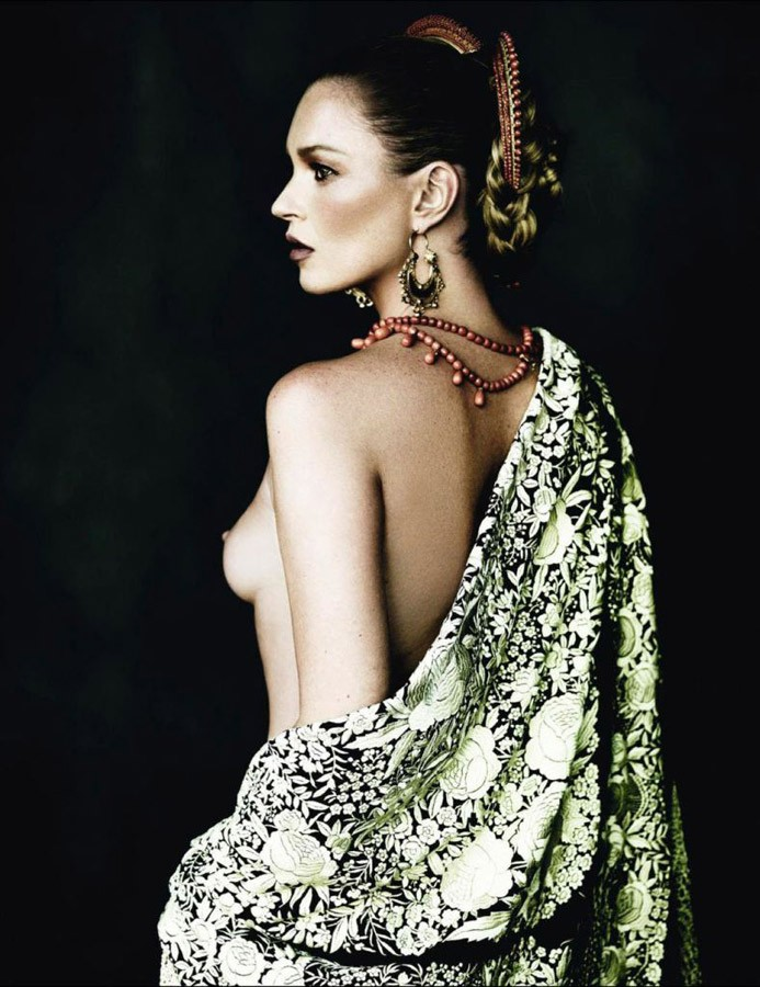 Vogue-Spain-Mario-Testino-Sarajane-Hoare-Sam-Mcknig-Kate-Moss-Charlotte-Tilbury